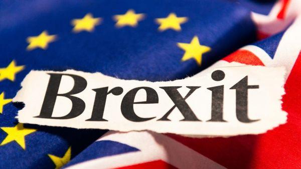 دول الاتحاد الأوروبي تعطي بريطانيا الضوء الأخضر لتطبيق الاتفاق التجاري