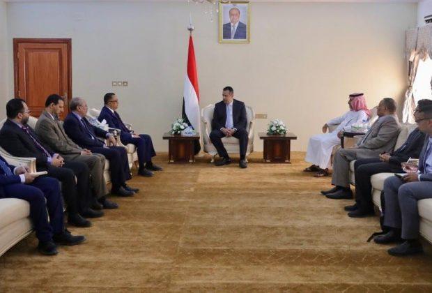 لقاء جمع الخبجي برئيس الوزراء ورئيس لجنة الارتباط السعودية